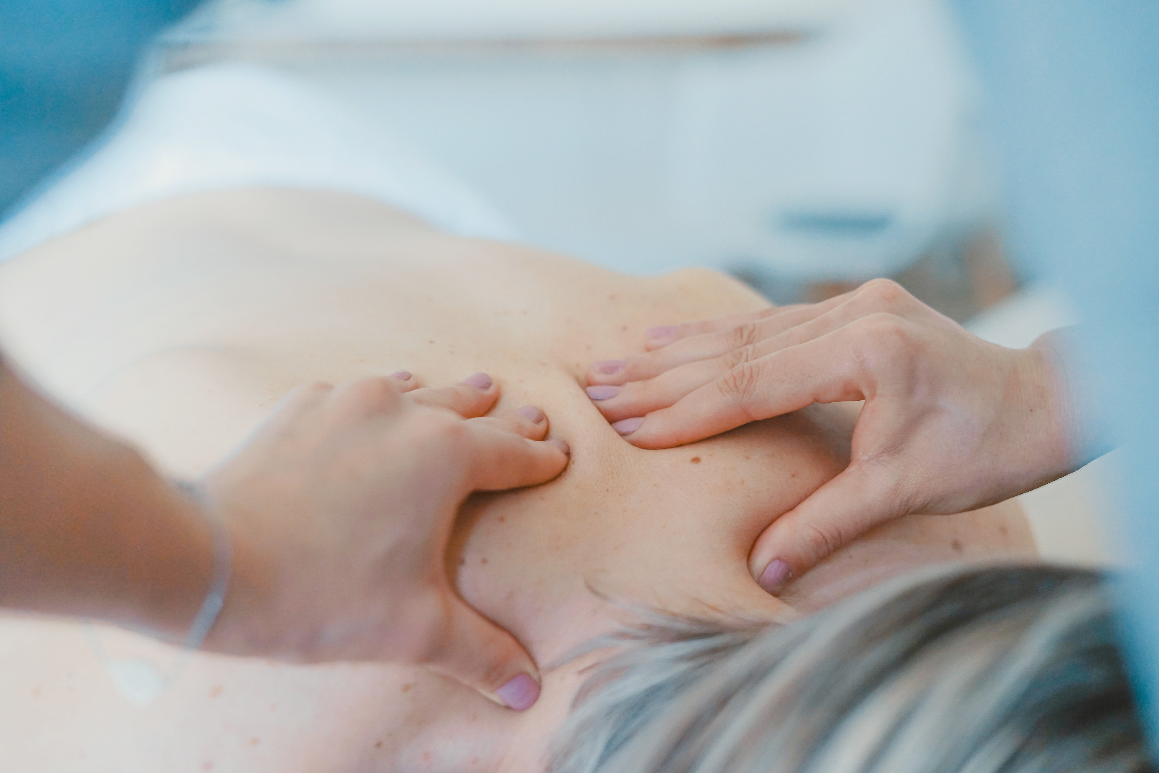 naturipath treating a patient ina naturopathy clinic in Central London