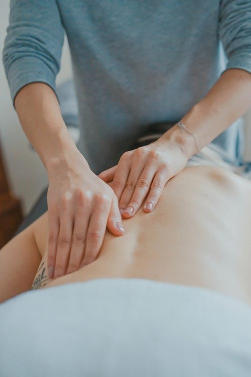 osteopath treating lower back pain in london
